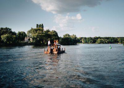 Floßfahrt auf einem See