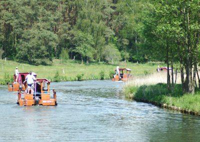 Floß fahren auf einem Kanal